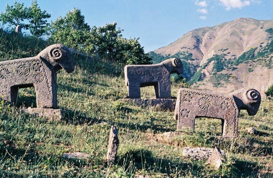 Dersim'in tarihi mezar taşları 8