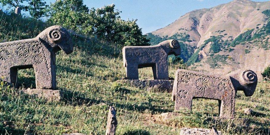 Dersim'in tarihi mezar taşları
