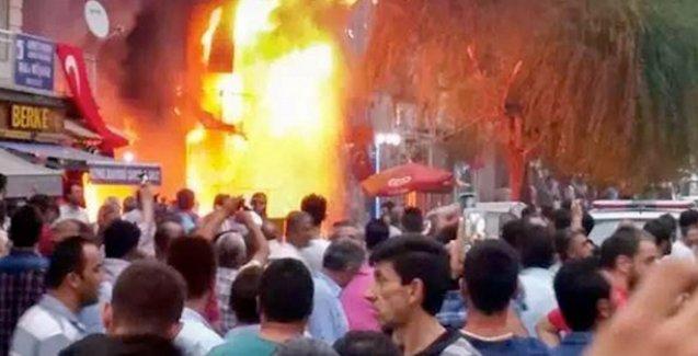 Kırşehir'de ateşe verilen Gül Kitabevi'ne yayıncılardan destek