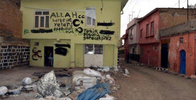 Sur'da 'Türkün gücünü göreceksiniz' vb Havlama Yazıları