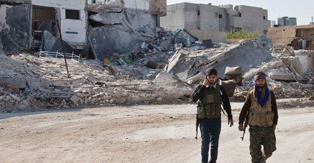YPG Savaşçıları Fırat'ın ötesine geçti