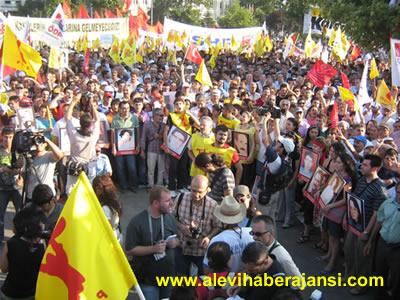 İstanbul'da 30 bin kişi Sivas Katliamını Lanetledi