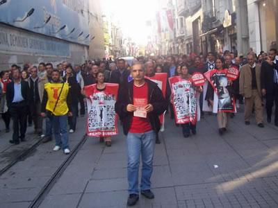 Alevi Bektaşi Federasyonu üyeleri, miting için bildiri dağıttı