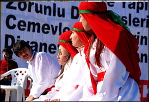 Adana'daki Aşure etkinliğinde 16 kazan aşure dağıtıldı