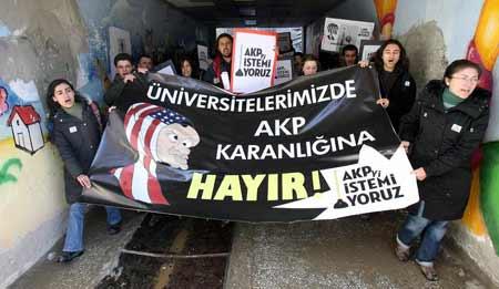 Marmara ve Hacettepe Üniversiteleri'nde türban protestosu