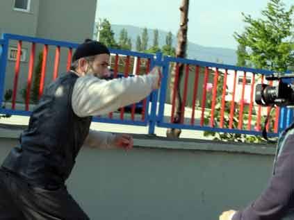 Köyün imamı kadınlara saldırdı