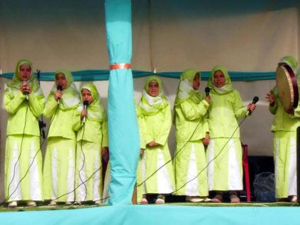 Yeşil türbanlı kız çocuklar yine sahnede