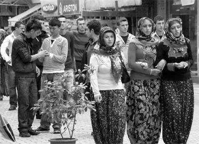 AKP'li belediye 'Kızlar Bayramı'na karşı