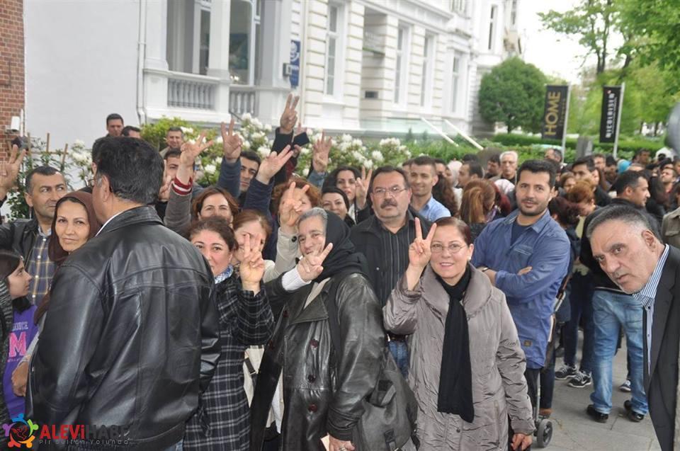 HDP'liler Avrupa'da sandıklara akın ediyor