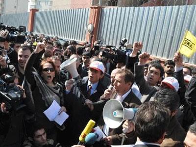 İstanbul'da okuldan atılan liseliler için eylem