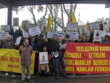 Yozlaşma karşıtları mahkeme önünde
