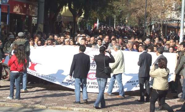 Antalya'da Alman Konsolosluğu'na Siyah Çelenk