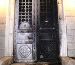 Rum Kilisesi'nin Kapısını Yaktılar