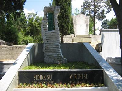 Ruhi SU'nun Mezarına Saldırı