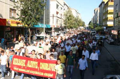 Alevilere yönelik hakarete Gazi'de Protesto