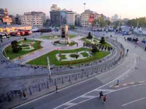 Taksim'e cami ısrarı