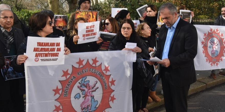 İngiltere'de Aleviler Sivas Katliamı sanığının affedilmesini protesto etti