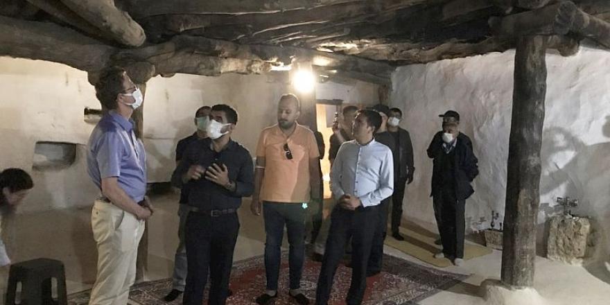 AB Türkiye Delegasyonu 800 yıllık cemevi'ni ziyaret etti