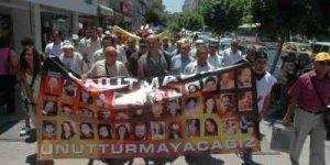 Sivas katliamı Adana'da yürüyüşle protesto edildi