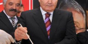 CHP lideri Baykal aşure dağıttı