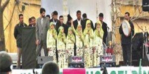 Küçük kızlardan Kürtçe ilahi