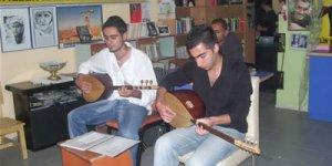 Denizler Çiğli'de de Unutulmadı : Yaşasın Tam Bağımsız Türkiye