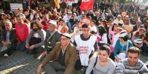 Aleviler İzmir'de oturma eyleminde