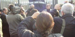 İzmir Alevi Dernekleri ARD Televizyonunu Protesto Etti