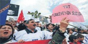 TRT çalışanları sokakta