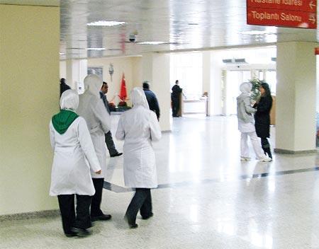 Hastanede ve lisede türbanlı görüntüler
