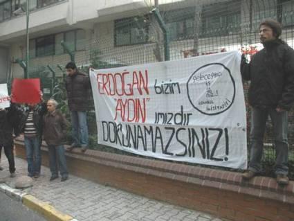Yazarının İşine Son Veren Cumhuriyet Protesto Edildi