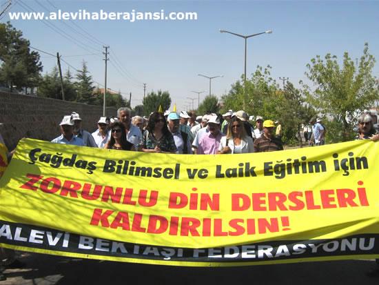 Alevilerden Gül'e 'İşgal' Protestosu