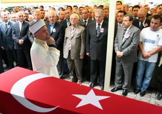 Alevi gence Sünni tören Meclis'e taşındı