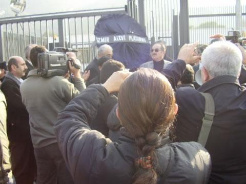 İzmir Alevi Dernekleri NDR Televizyonunu Protesto Etti