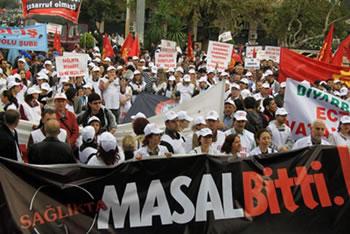 """On binler sağlık hakı için yürüdü : """"Sağlıkta masal bitti"""""""