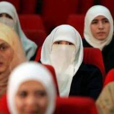 Azeriler Başörtüsünü Yasaklıyor